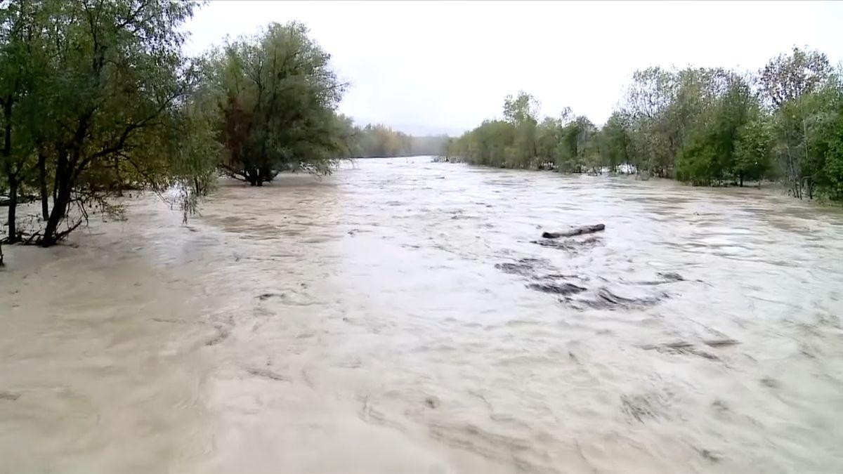 Dva mrtví, přerušená doprava, intenzivní deště. Špatné počasí způsobuje kolaps na jihu Ruska