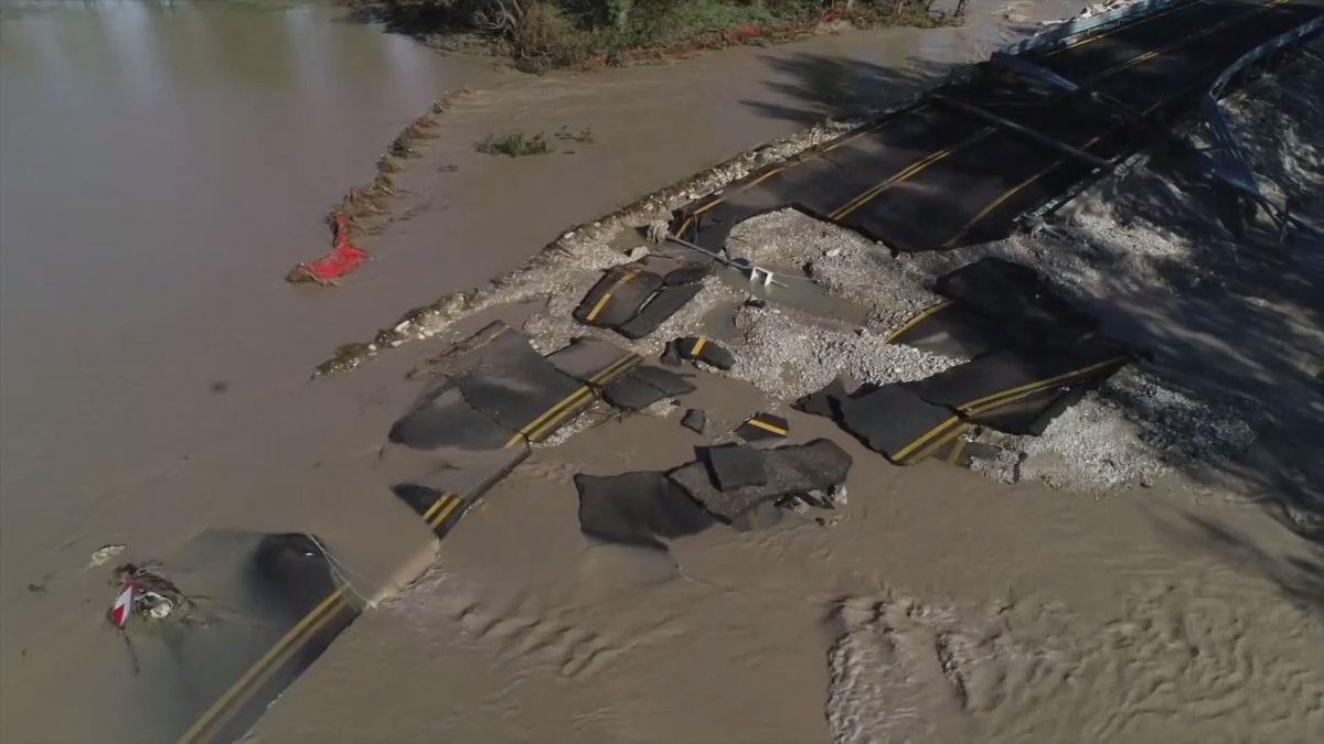 Rozvodněná řeka zbořila na severu Itálie most. Extrémní počasí hlásí už idalší evropské země