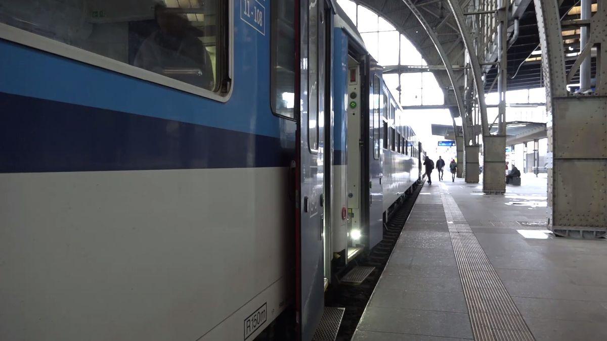 České dráhy zdraží jízdné o2,5procenta, zvažují povinné místenky mezi Prahou a Ostravou