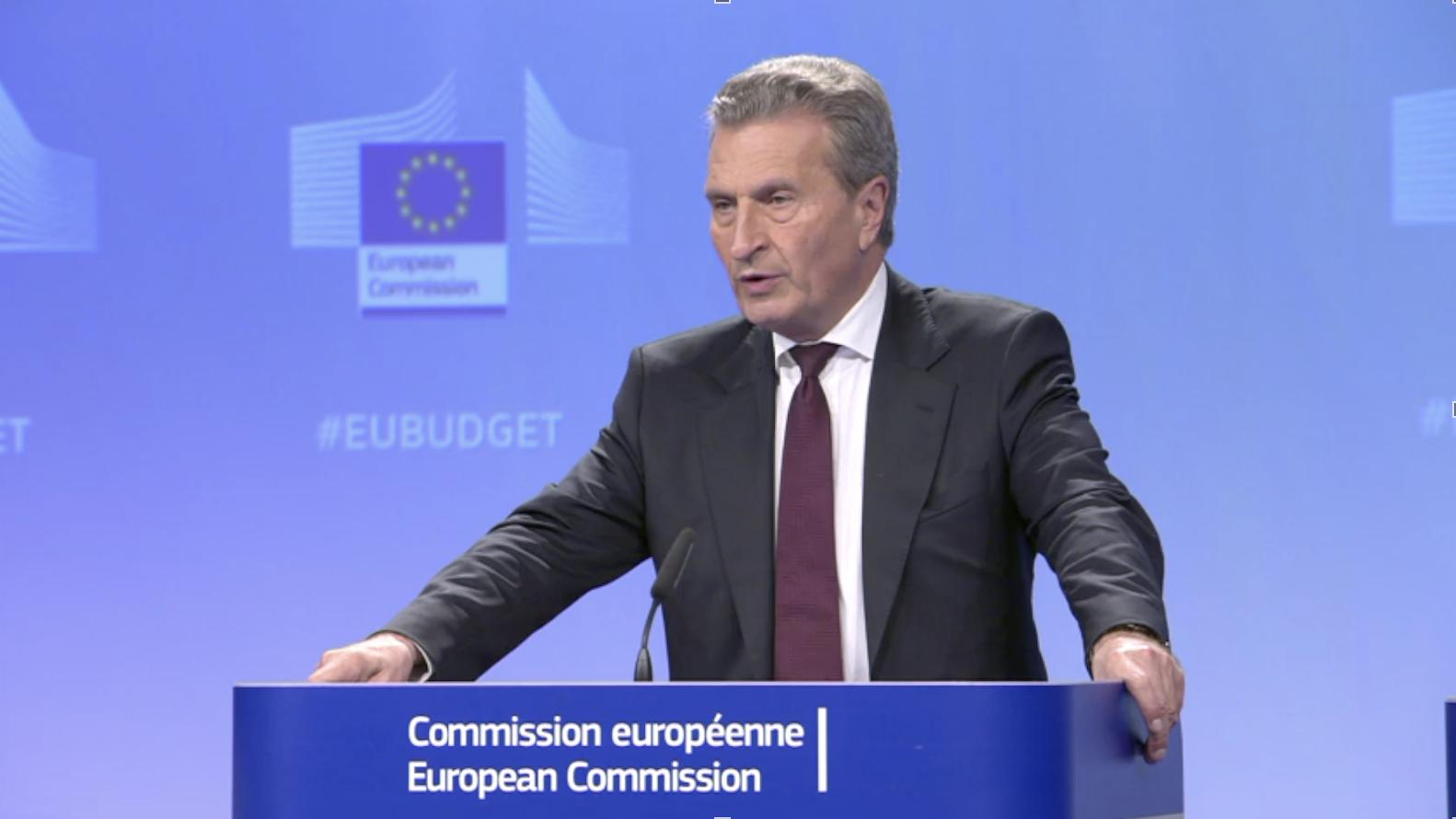 Za nejasnosti oslovech eurokomisaře Oettingera může simultánní překlad
