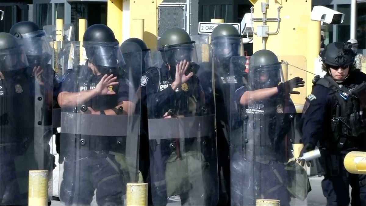 Američtí vojáci budou střežit hranice sMexikem před imigranty až do září, potvrdil Pentagon