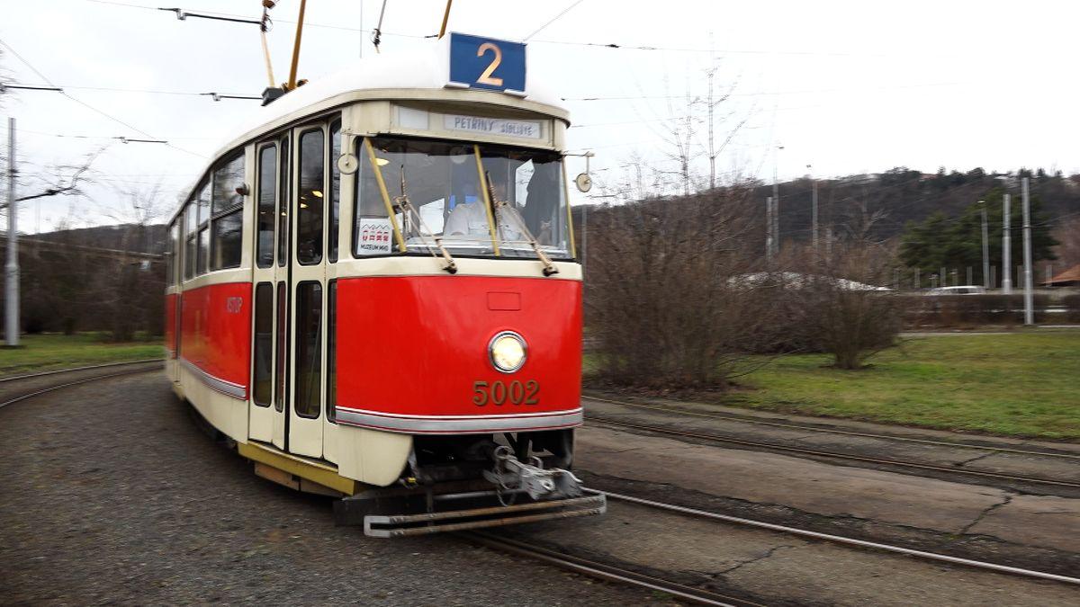Návrat do minulosti. VPraze jezdila tramvaj zroku 1952