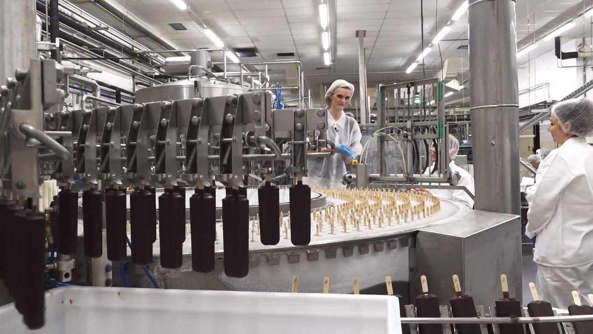 Jak se vyrábí nejznámější český nanuk? Zkusili jsme si to