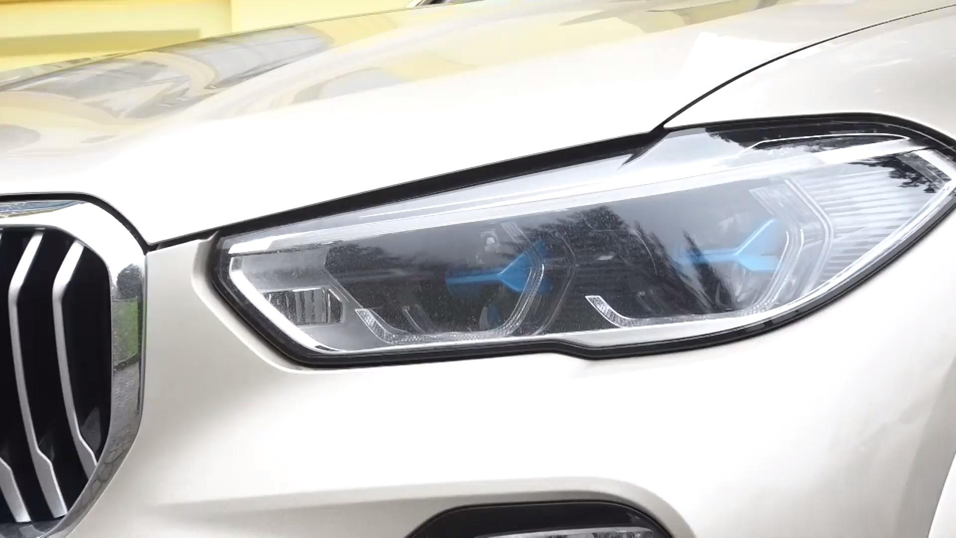 Prodej nových aut vEU klesl oosm procent, Škodě se ale daří