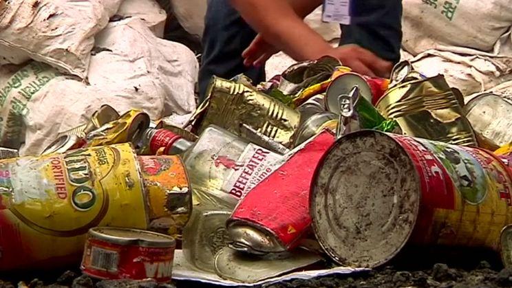 Horolezci uklízeli Mount Everest. Našli 4těla a 11tun odpadků