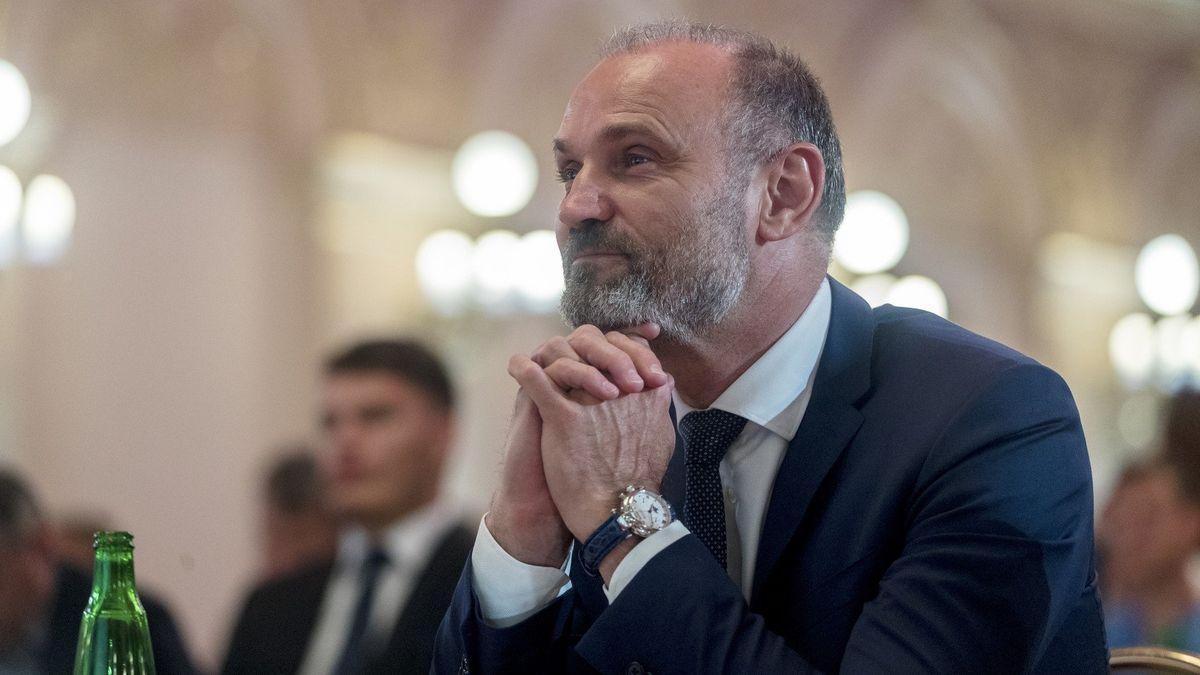 Langer oživuje politickou kariéru, dostal se do vedení olomoucké ODS