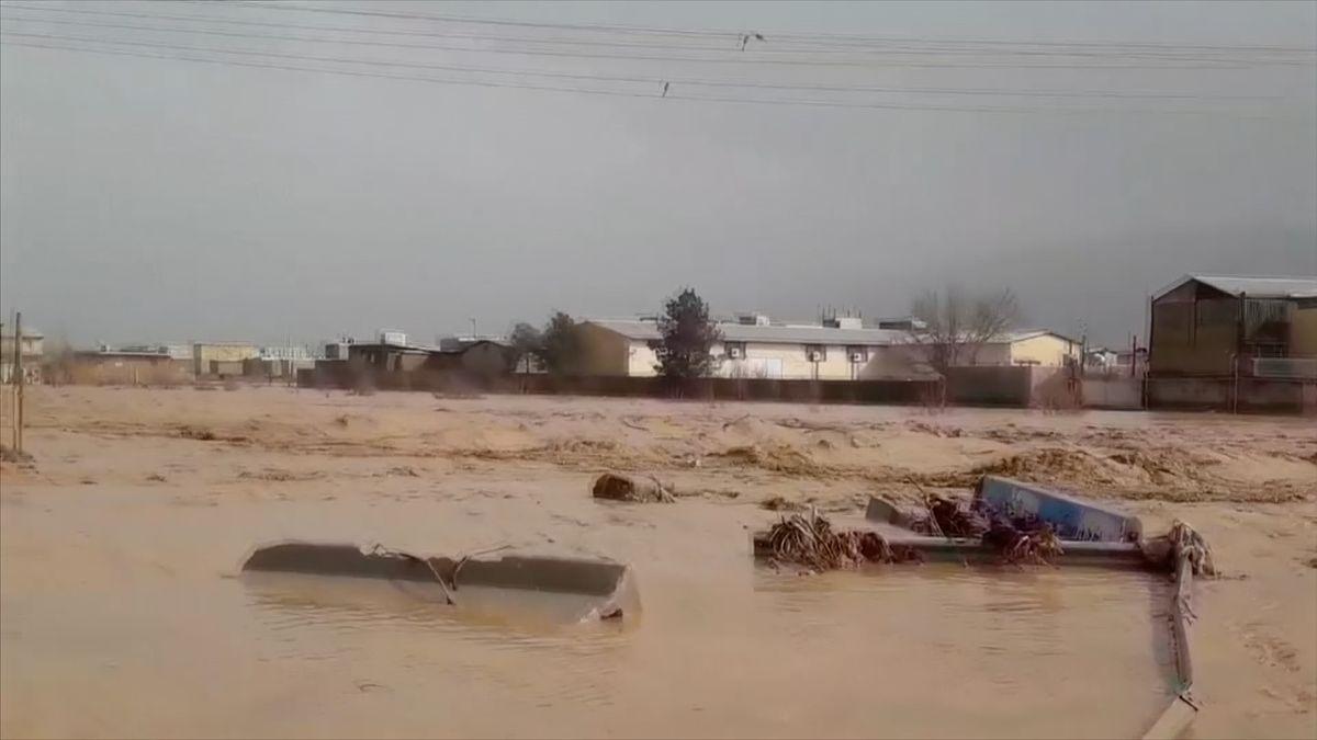 Povodně vÍránu mají nejméně 17obětí, počet může ještě narůst. Vláda svolala krizové zasedání