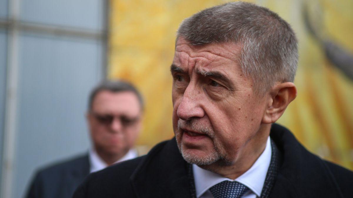 Piráti poslali úřadu do Černošic ieurokomisaři Oettingerovi analýzu Babišova střetu zájmů