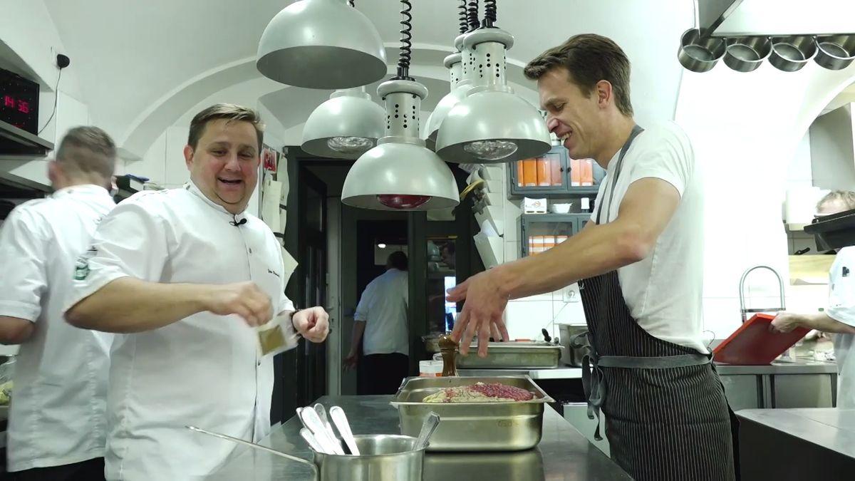 Zdravotníkům Domažlické nemocnice vařil Národní tým kuchařů a cukrářů