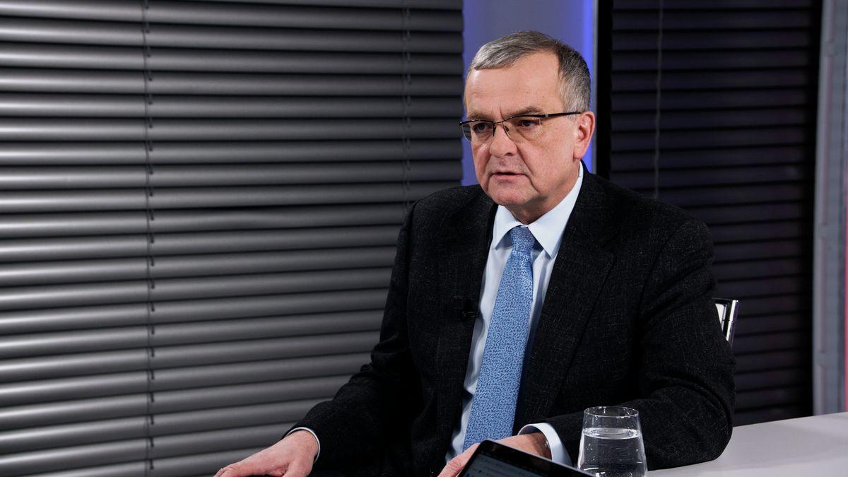Prezident spremiérem se podílí na rozpadu právního státu, tvrdí Kalousek