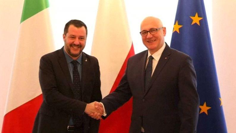 Salvini je ve Varšavě, která nyní hlásá blízkost Římu