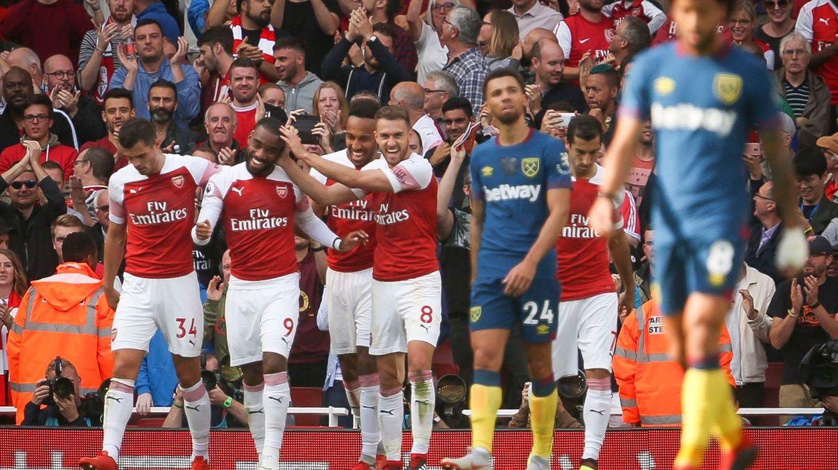 West Ham sází na bývalé hráče Arsenalu. Zda to bude stačit, ukáže přenos Televize Seznam