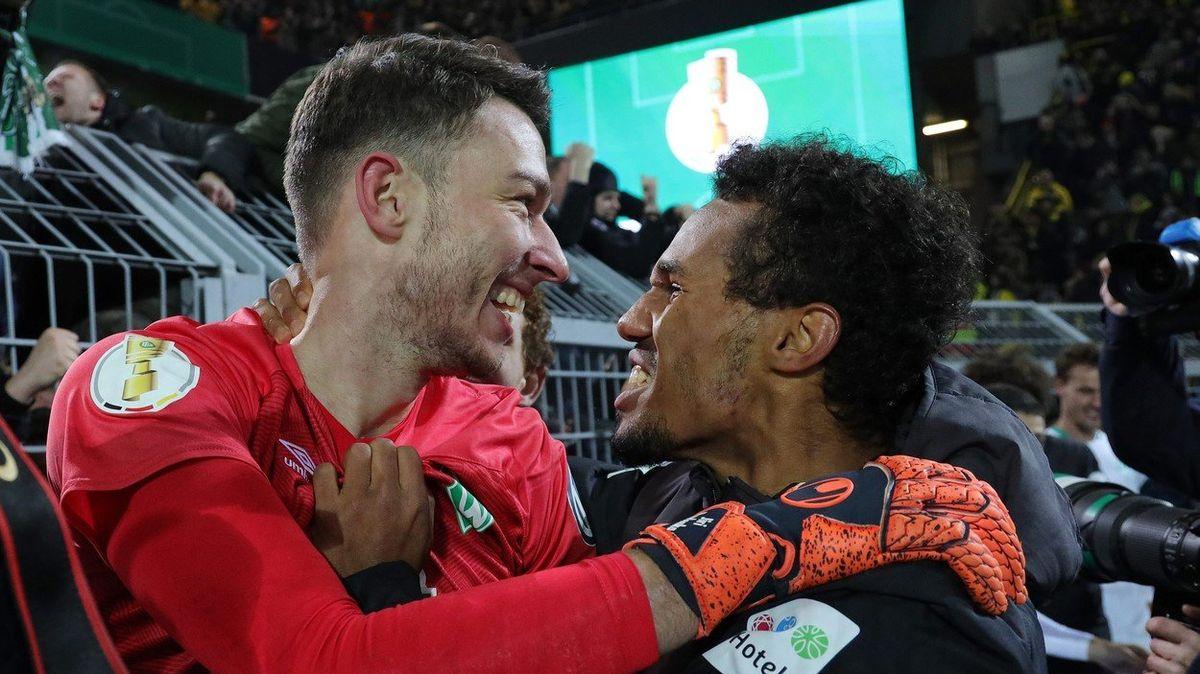 TOP FOTBAL: Brémy oslavují Jiřího Pavlenku. Český gólman vychytal pohárový postup přes Dortmund