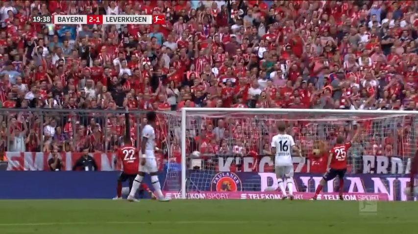 Bavorsko na nohou. Lístky na zápas Bayernu sDortmundem se prodávají iza 20tisíc