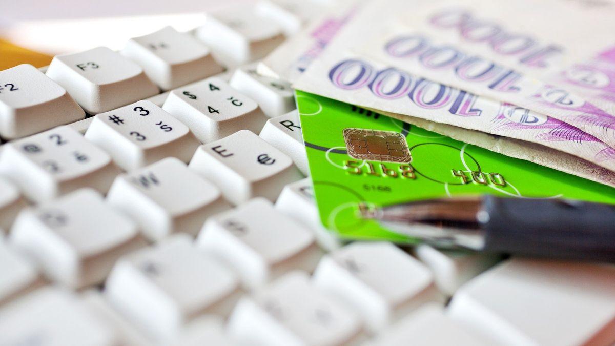 Při platbách kartou můžete mít problémy, varuje ČNB kvůli novým bezpečnostním pravidlům