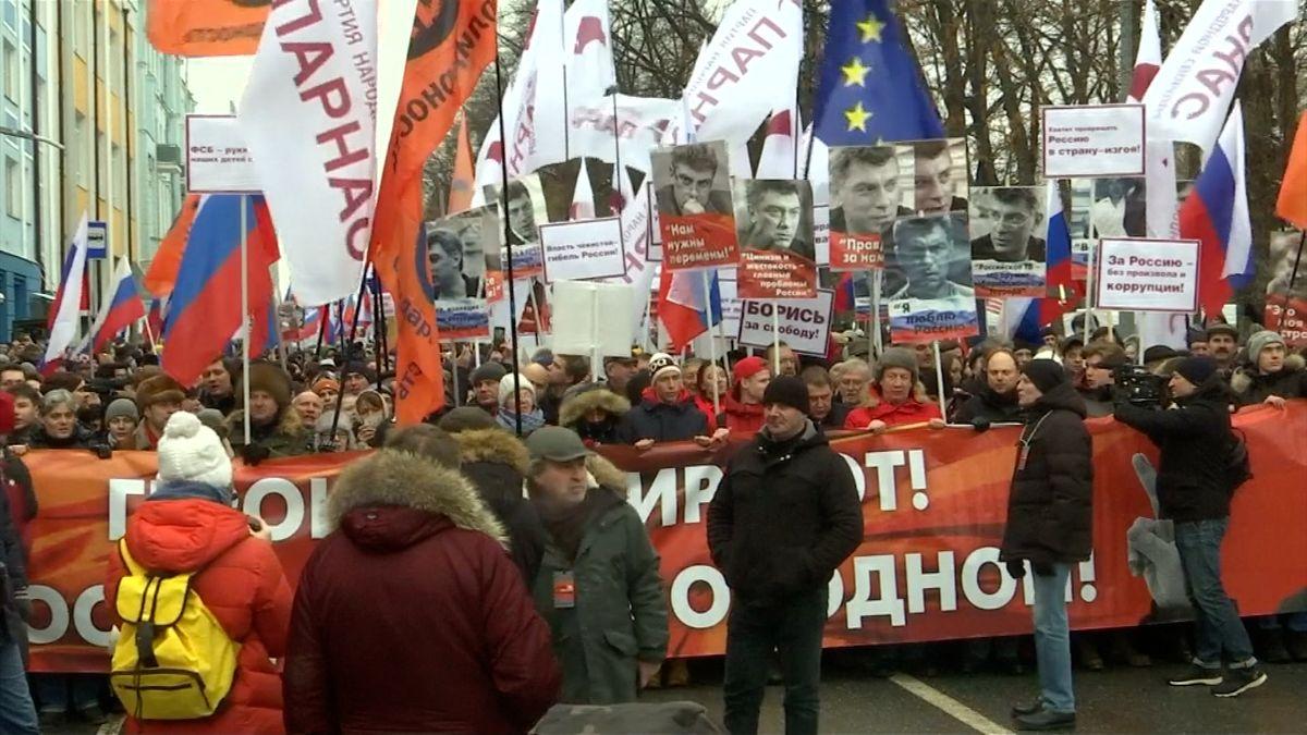 Desetitisícový dav si vMoskvě připomněl výročí vraždy ruského opozičního politika Němcova