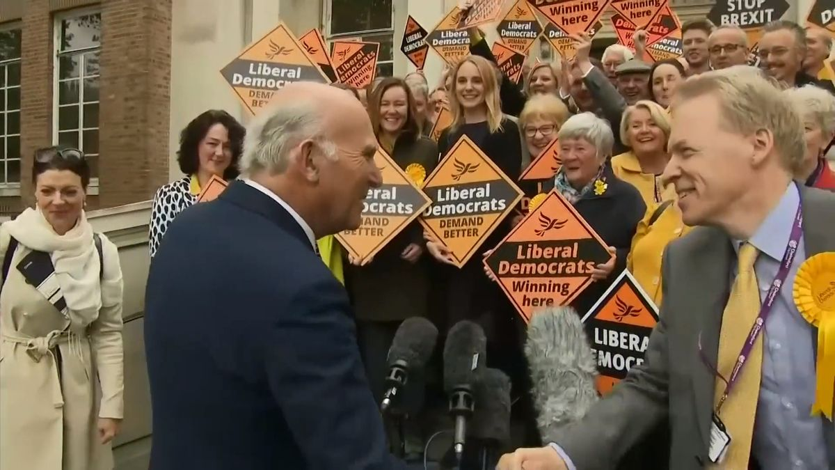 Ani konzervativci, ani labouristé. Parlamentní volby vBritánii by vyhrála Liberálně demokratická strana