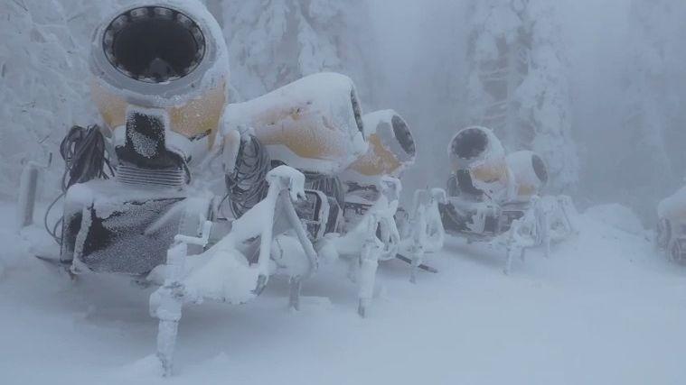 Zasněžování bude letos rychlejší, hlásí největší šumavský skiareál. Ceny skipasů oproti loňsku mírně vzrostly