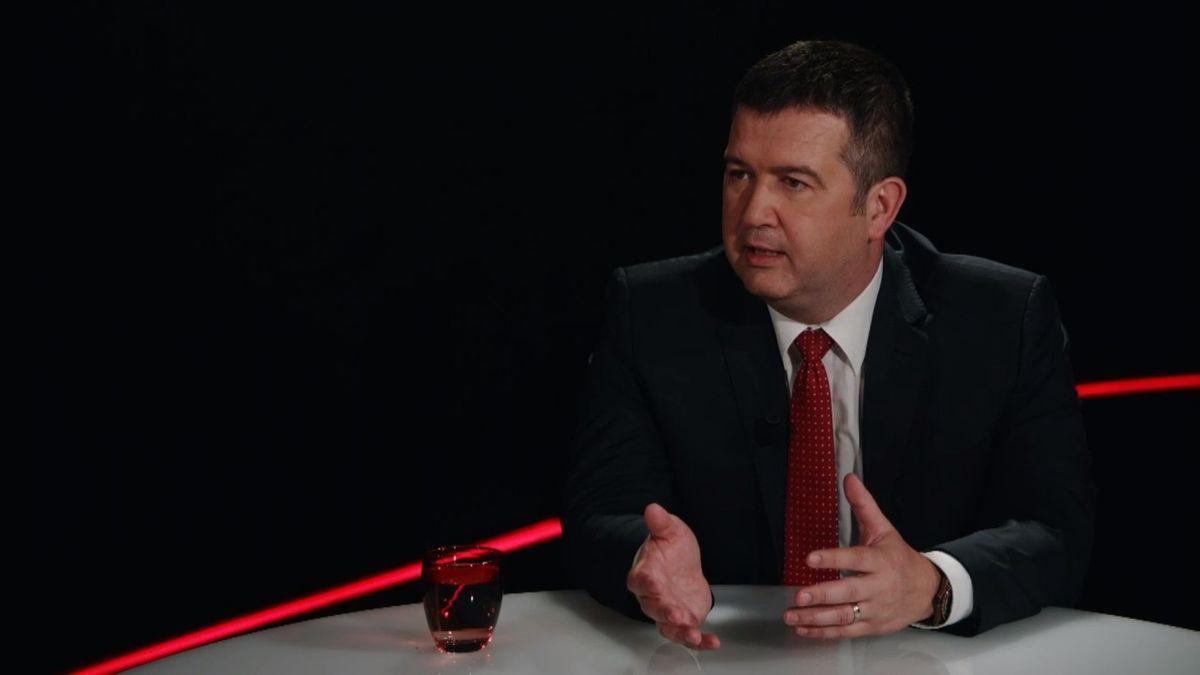 """""""Pokud budou další měsíce vlády jenom zastíněny kauzami, bude to vážný důvod kodchodu,"""" říká šéf ČSSD Hamáček"""