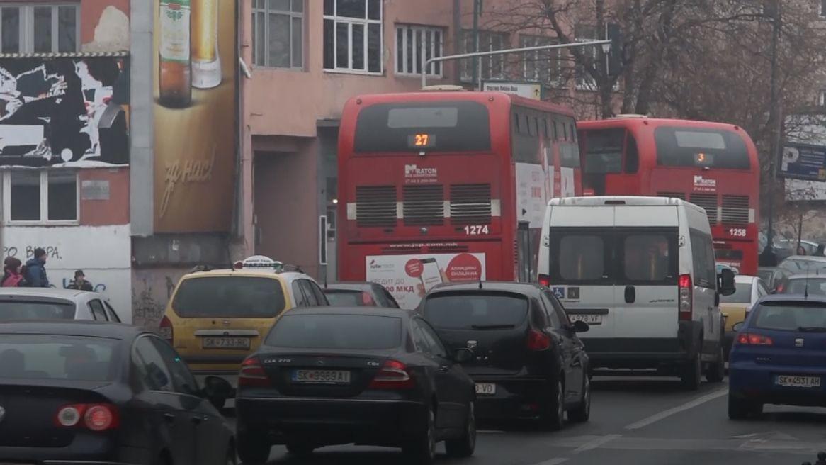 EU se dohodla na snížení emisí CO2 unákladních aut a autobusů