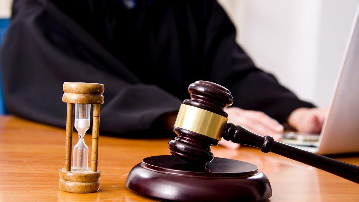 Začne soud poslední šance. Aby státu nezbyla ostuda, musí být někdo odsouzen