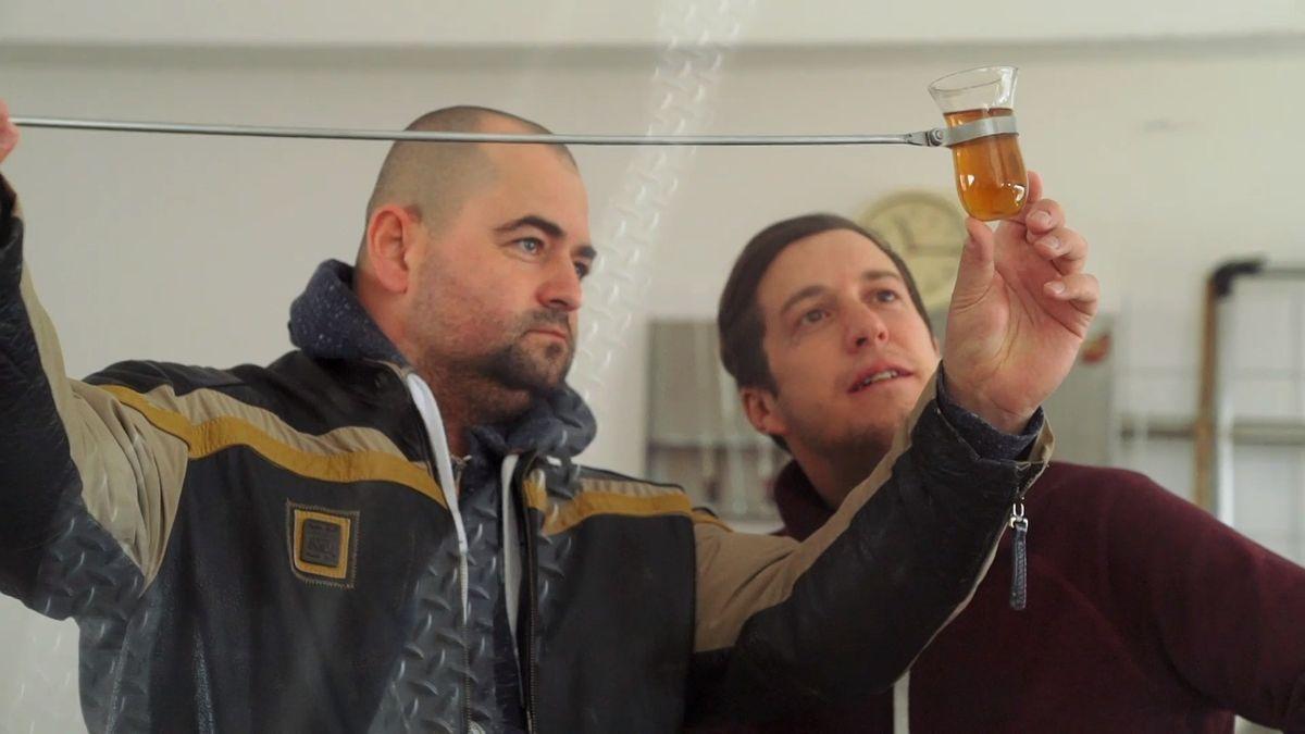 #ZDAVUVEN: Whisky jako tradiční český nápoj a milionová investice? Tři kluci zTřebíče dokazují, že to jde