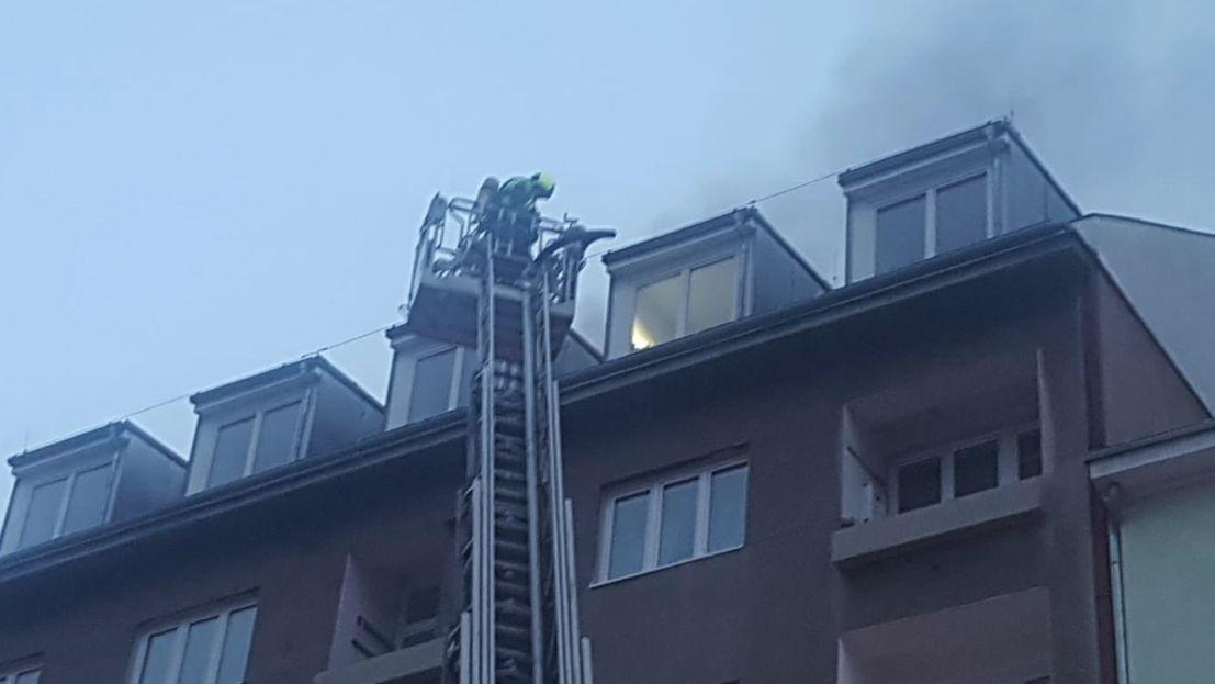 Ani letos neměli na Štědrý den hasiči klid. Po republice hasili 44požárů, jedna žena zemřela