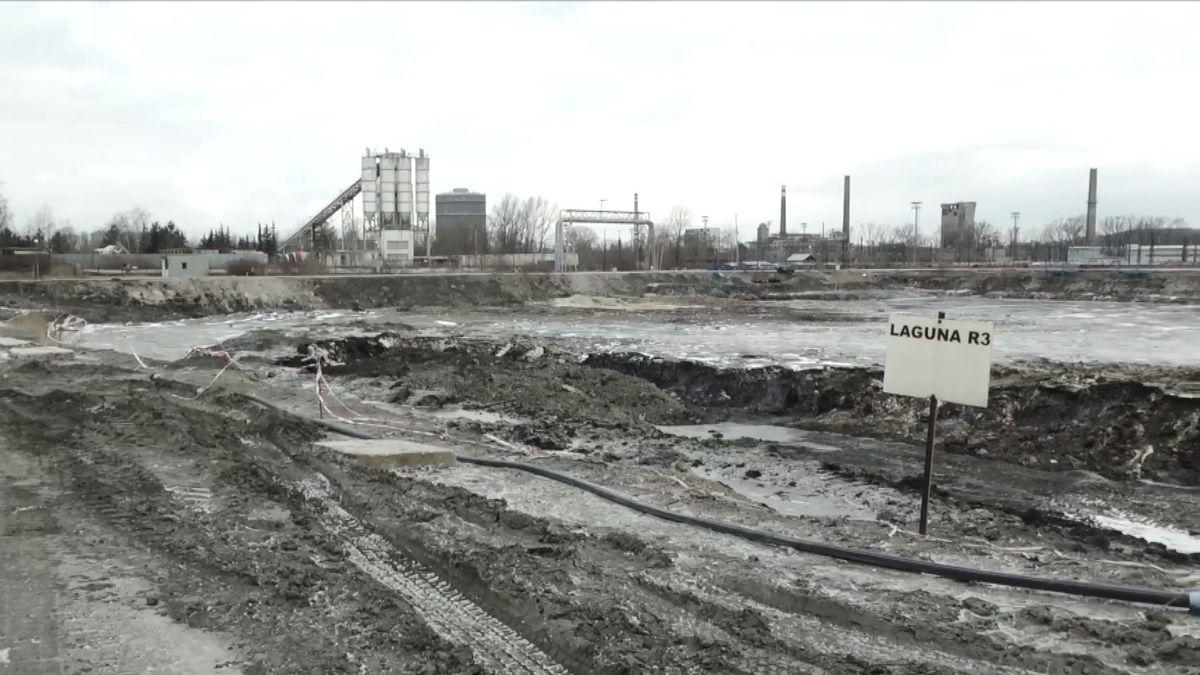 Blíží se absurdní konec největší ekologické zakázky. Páchnoucí laguny míří do Čáslavi