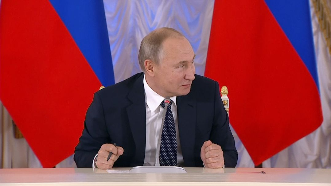 Nezakazujme rap. Kontrolujme ho, říká Putin koblíbenému žánru ruské mládeže