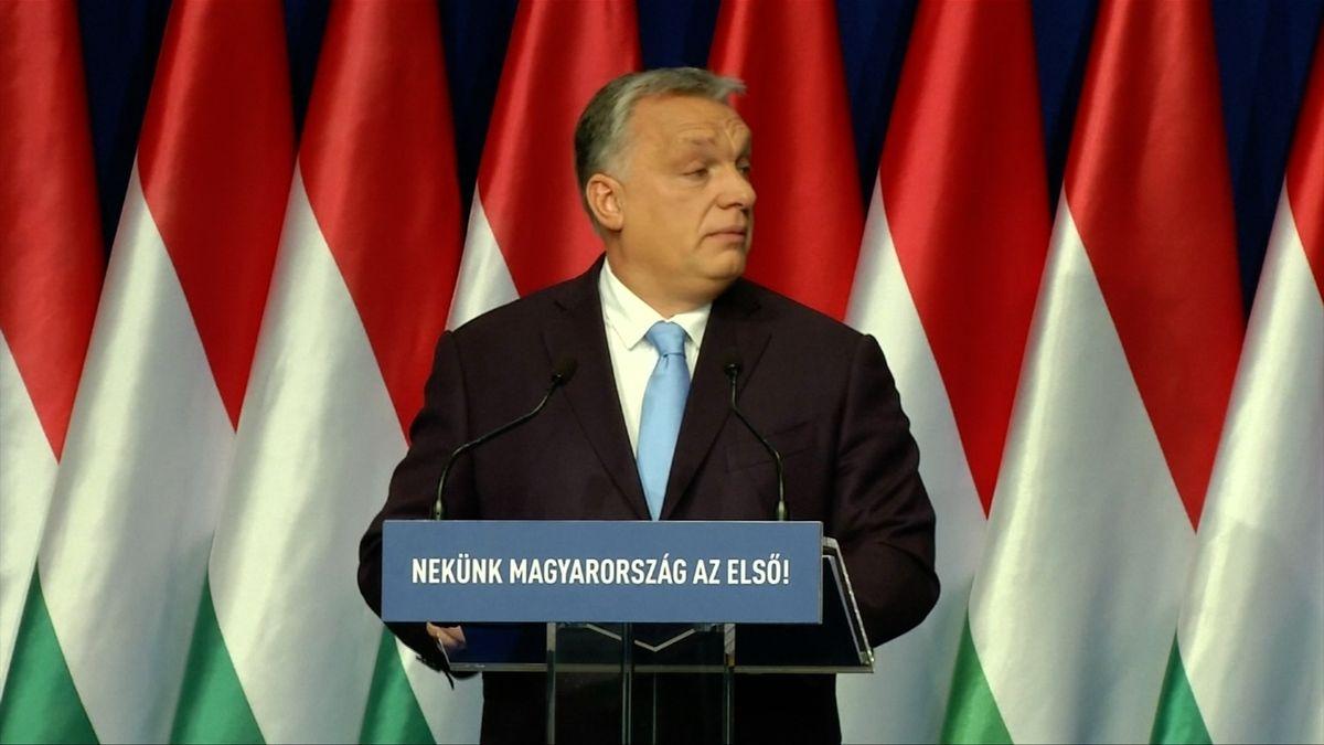 """""""Potřebujeme maďarské děti,"""" řekl Orbán a slíbil rodinám statisícový příspěvek na auto či daňové úlevy"""