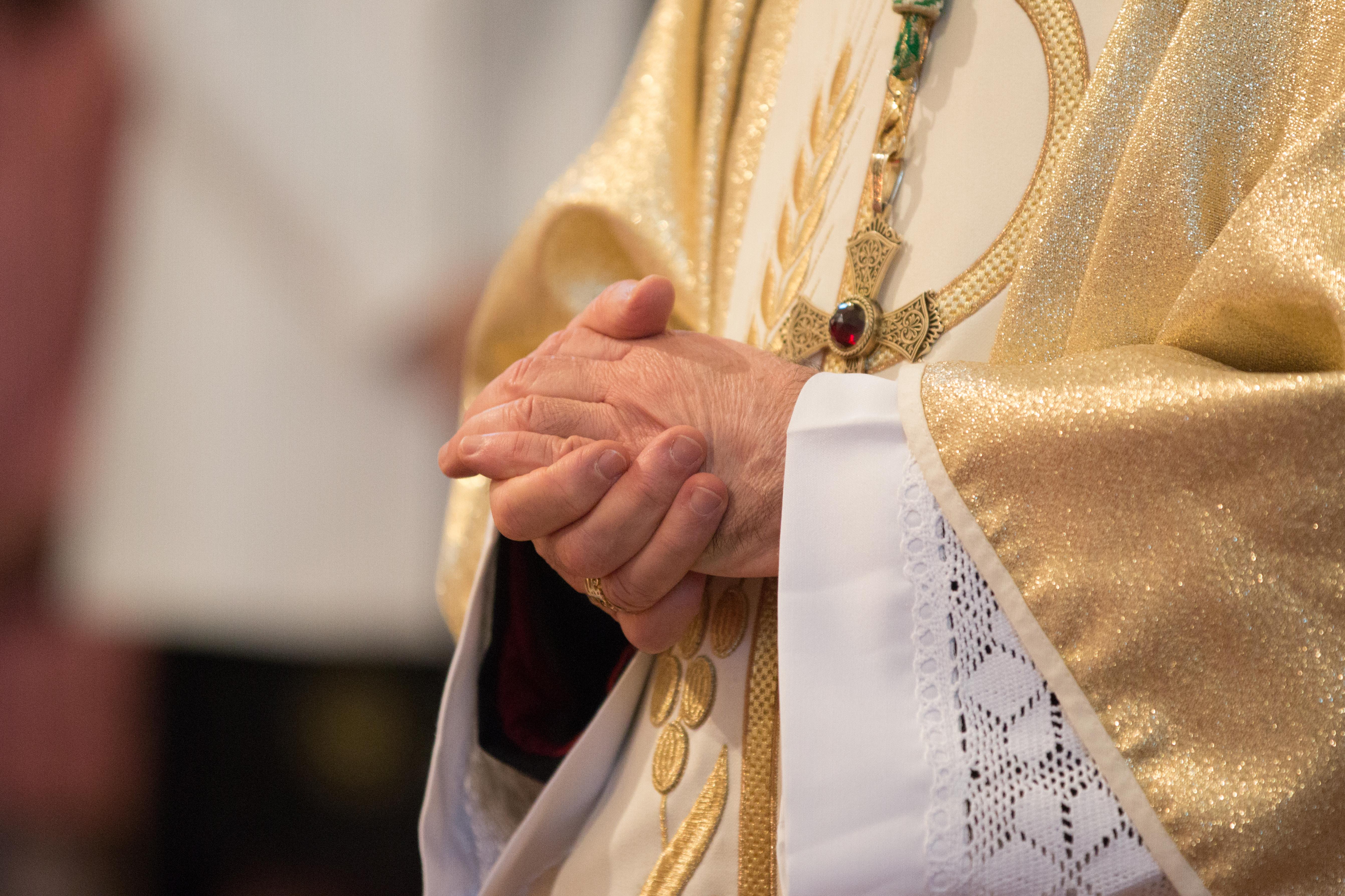 Papežovi už neradí obvinění kardinálové. Zokruhu svých nejbližších je vyloučil