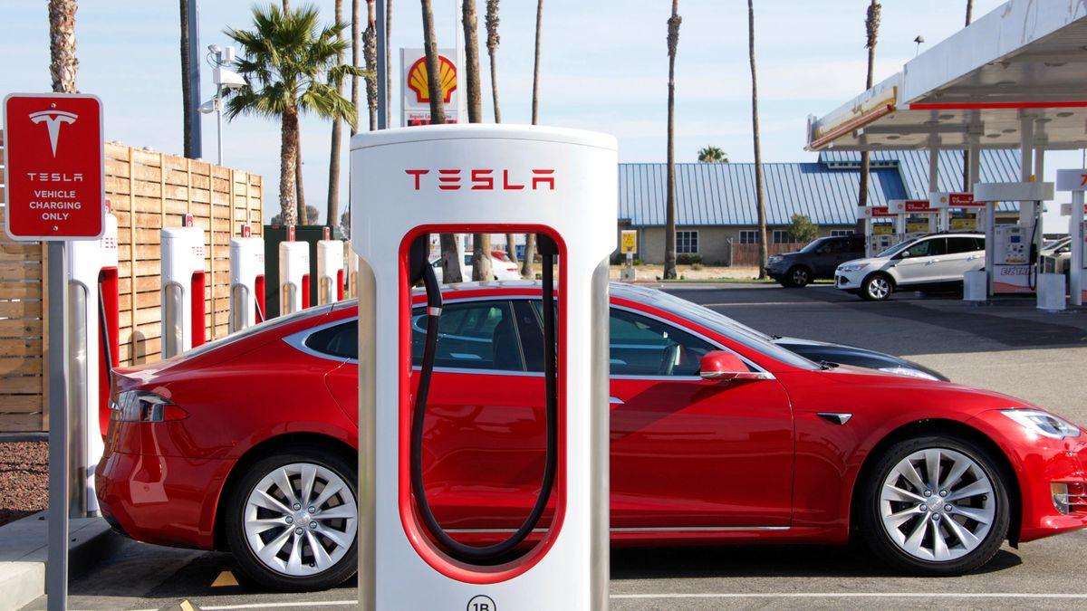 Tesla vyzrála nanedostatek čipů