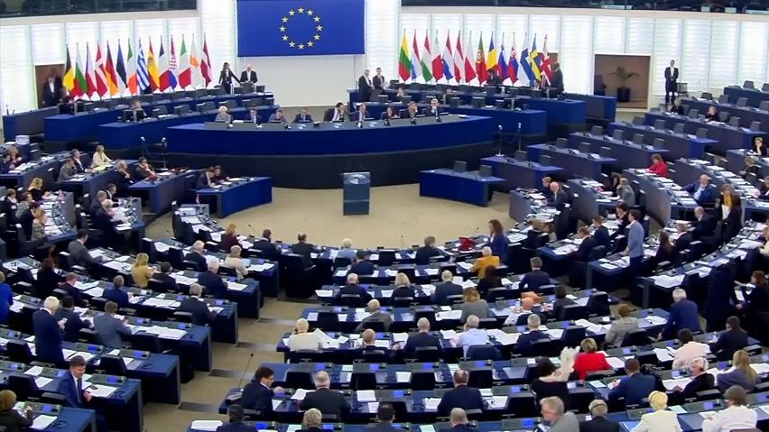 Kampaň do EU voleb: ANO dá desítky milionů, Piráti chtějí pomoc příznivců