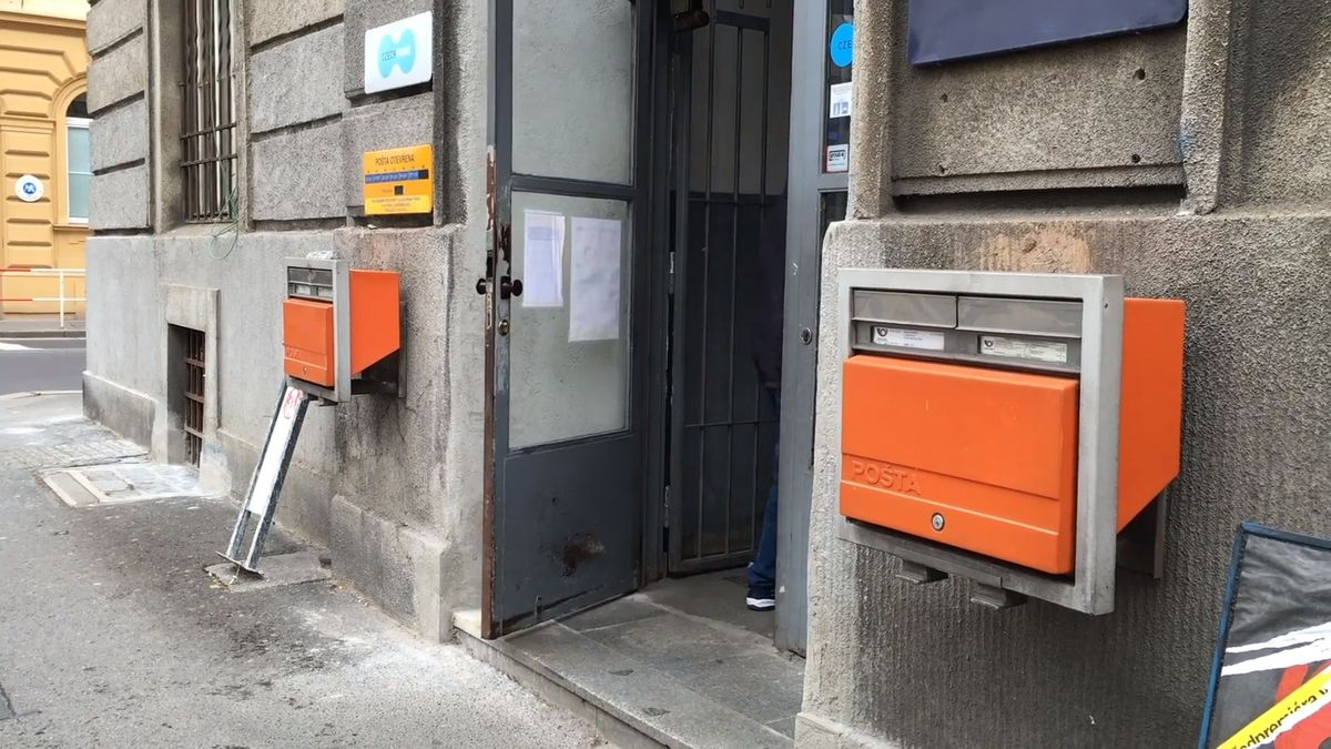 Byznys: Konec front a naštvaných lidí na poštách? Česká pošta začne testovat samoobslužné kiosky