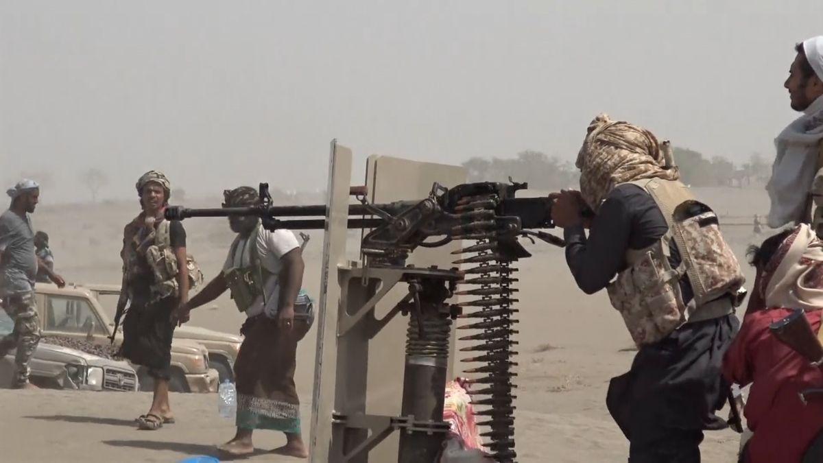 Válka vJemenu: Boje ojemenský přístav Hudajdá sílí, provládní oddíly ovládly přístupovou trasu