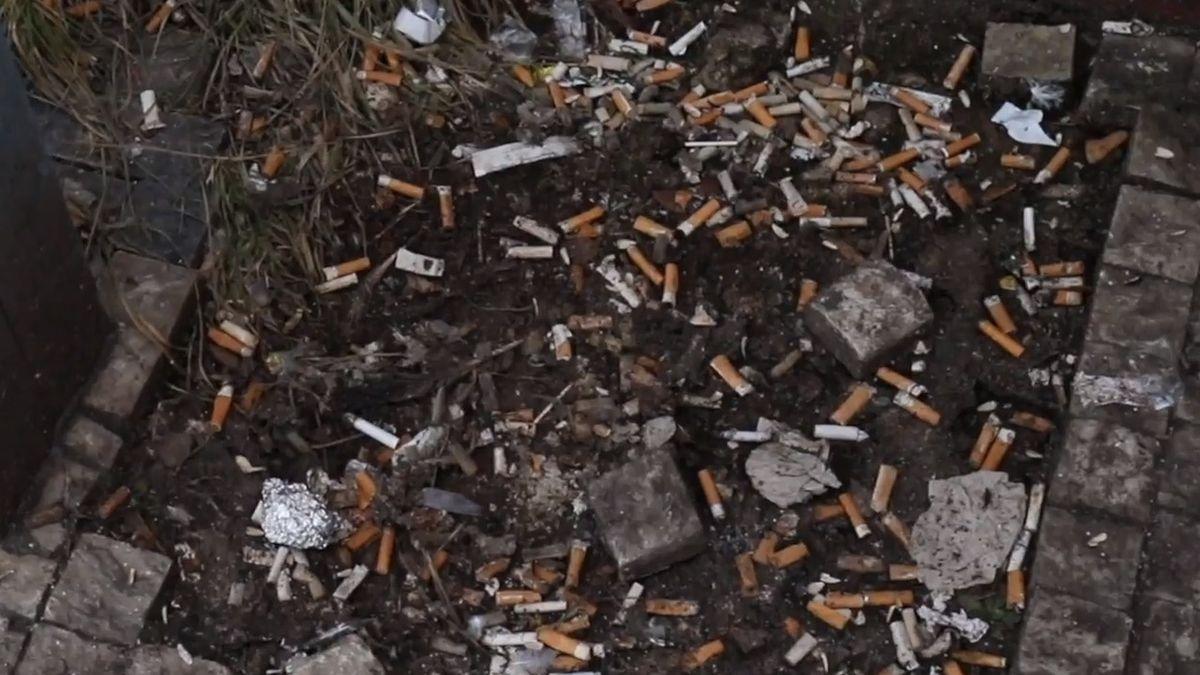Honest Guide: Pozitivní výlet na Zličín. Je to ráj pro kuřáky, vlastně jeden velký popelník