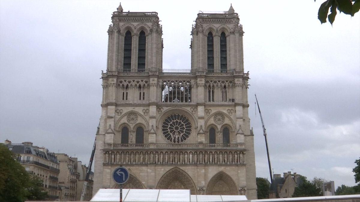 Sliby ano, příspěvky zatím ne. Velké francouzské firmy otálejí sdary na Notre-Dame