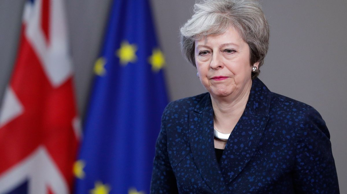 Chytrá zdržovací taktika Mayové. Není to poprvé, co si premiérka při domlouvání brexitu pohrává sčasem