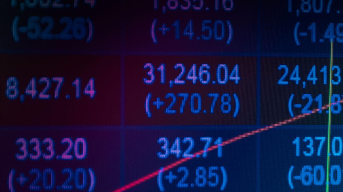 Pražskou burzu dnes stáhly dolů akcie ČEZ a bankovního sektoru
