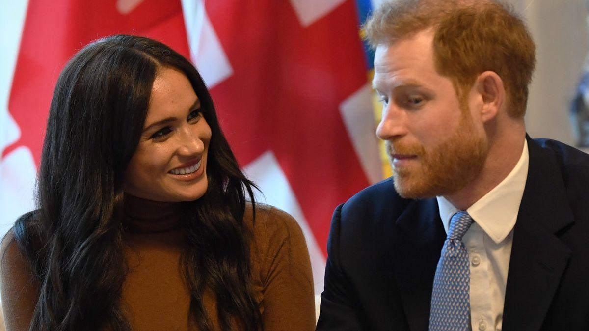 Královna zareagovala na šokující odchod prince Harryho a jeho ženy od rodiny