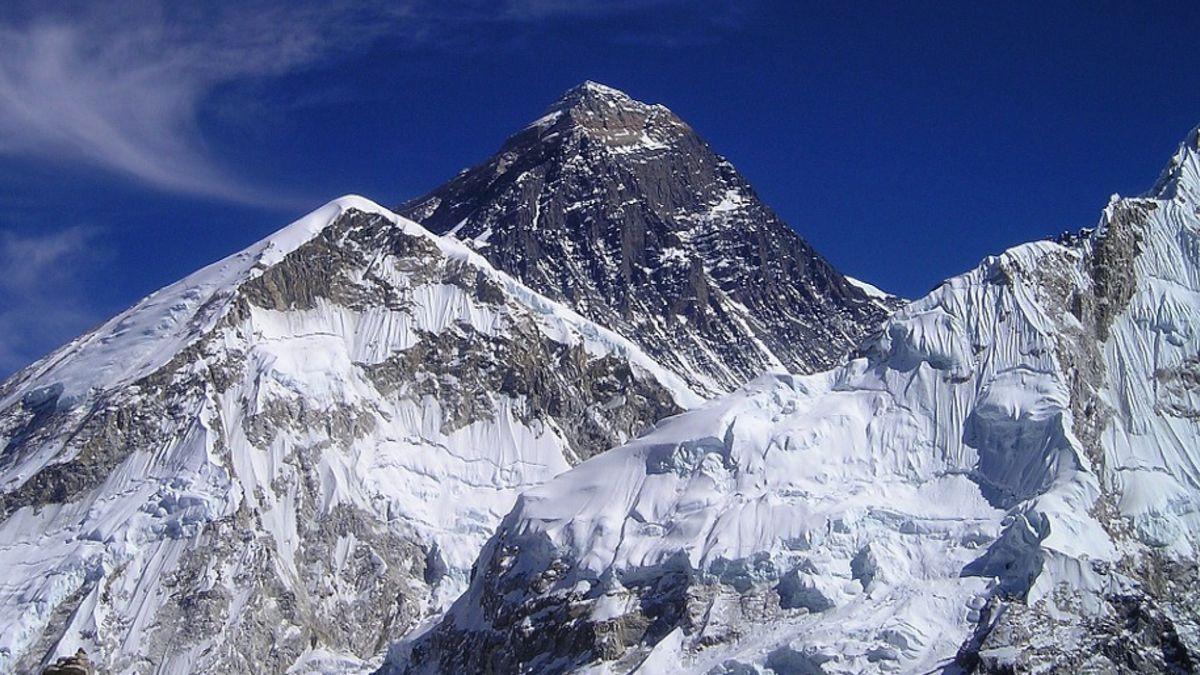 Nepál chce omezit výstupy na Everest. Nic moc to nezmění, říká český horolezec Uher