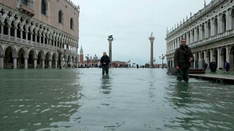 Záběry řádění živlu: Benátky jsou znovu pod vodou