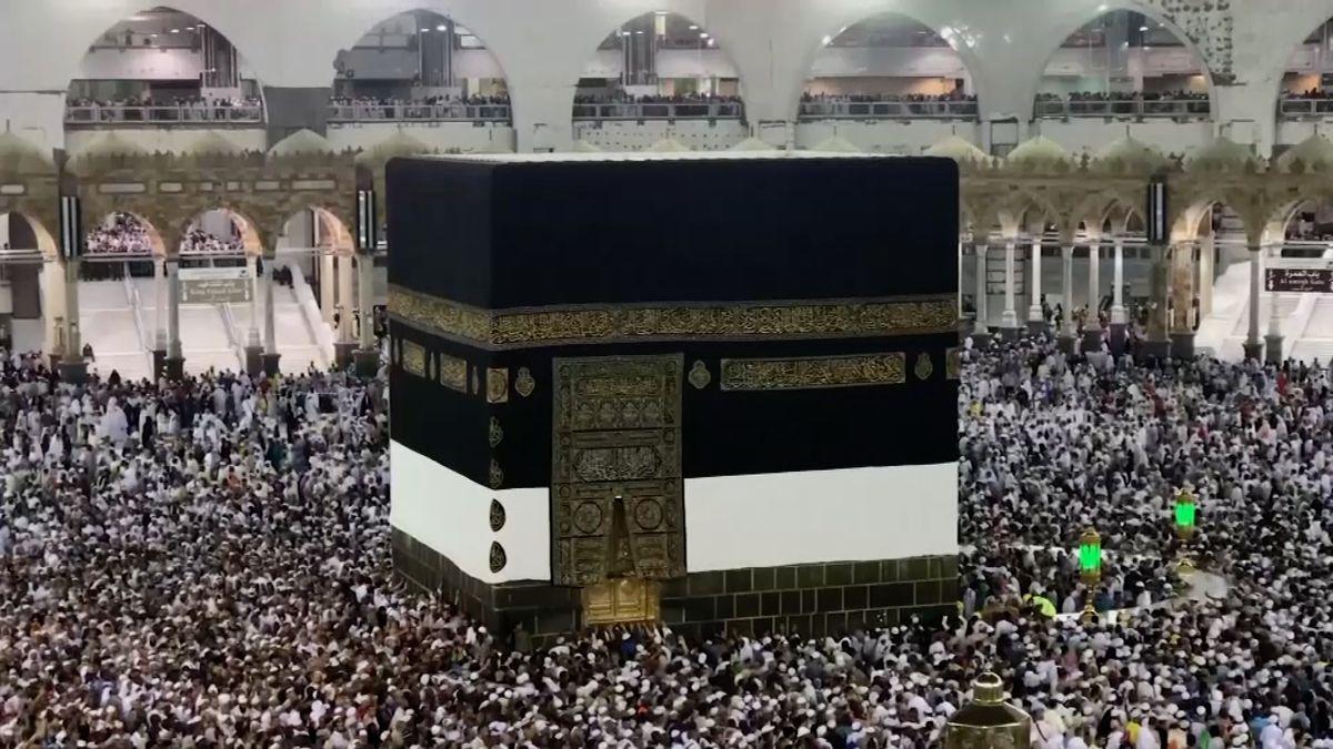Začíná každoroční pouť do Mekky. Zúčastní se jí až 2miliony lidí