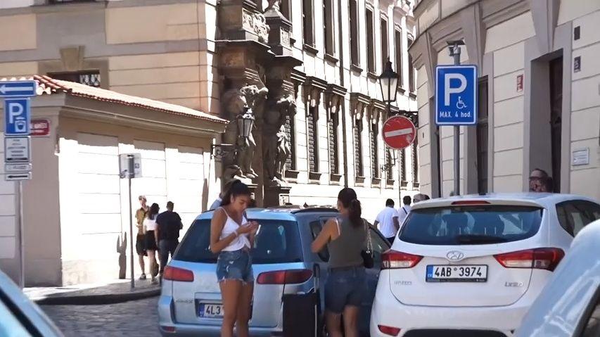 Praha uzavře autům některé ulice vcentru, chce také zvýšit parkovné