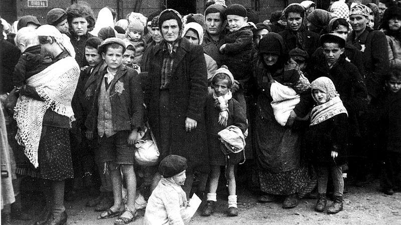 VÚstí nad Labem budou pamětní kameny připomínající genocidu Židů