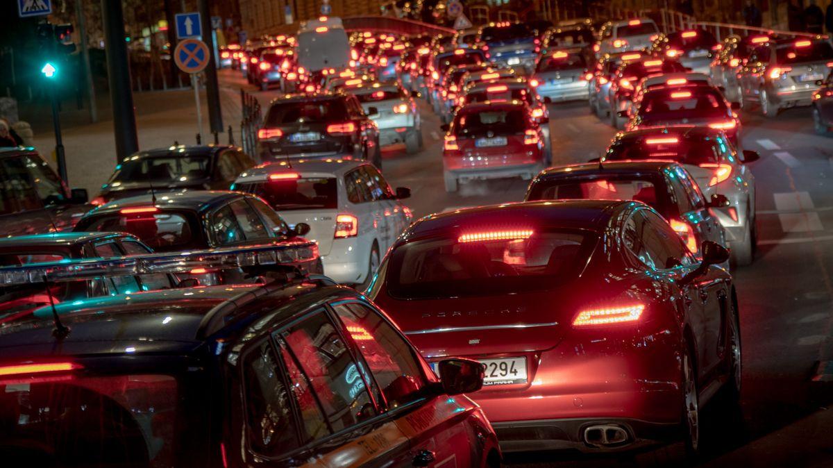 Dopravní peklo vPraze. Letní uzavírky nově zasáhnou tři velké oblasti