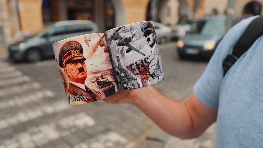 VPraze se dá koupit Hitler-gumák, podivil se diplomat. Auž to řeší Hamáček