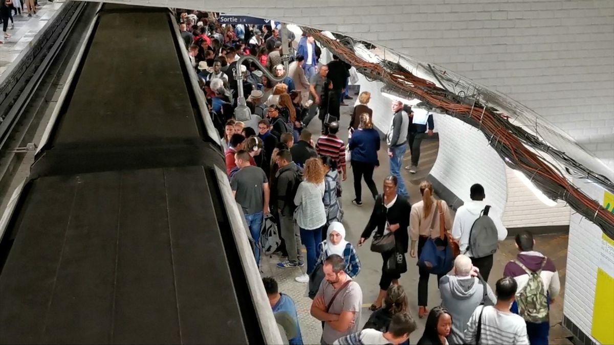 Srdce pařížské dopravy zasáhl infarkt. MHD stávkovala kvůli důchodům, zbylé tepny se ucpaly