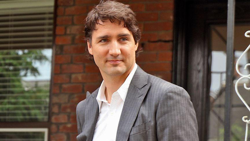 Trudeau čelí podezření zrasismu. Na večírku se fotil se začerněným obličejem