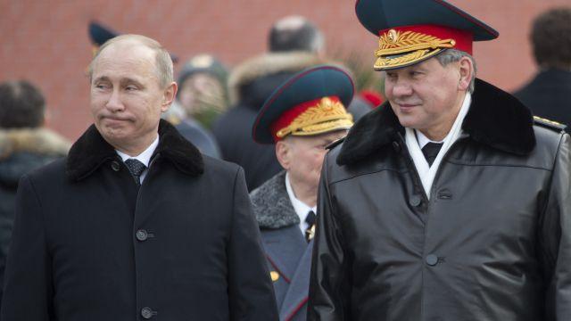 Putin se schází sministrem obrany kvůli potopené jaderné ponorce